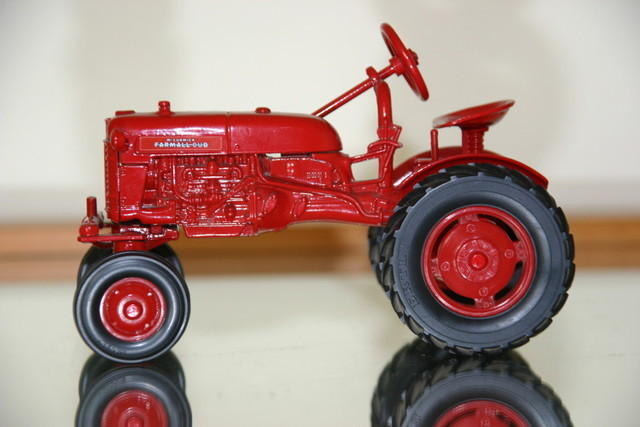 Mc Cormick Farmall Cub 12